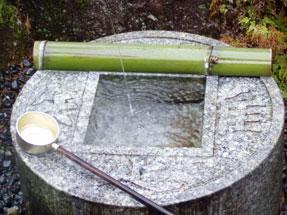 瑠璃光寺・知足の手水鉢
