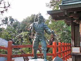 八大神社・武蔵像