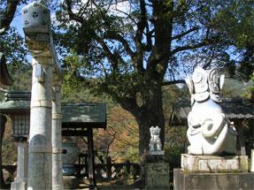 陶山神社・陶磁器製の狛犬