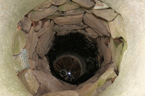 赤神神社 五社堂・姿見の井戸