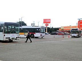 具志川バスターミナル・出口側から、奥を見る。