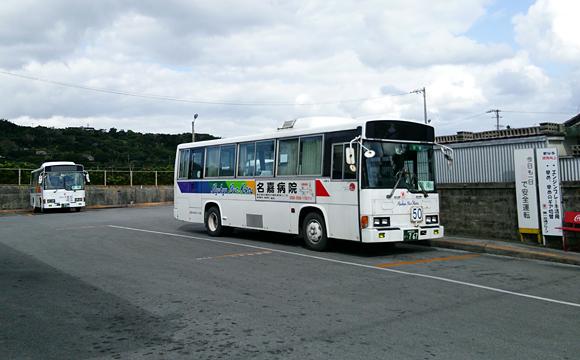 百名バスターミナル・バスは50系統の那覇BT行き