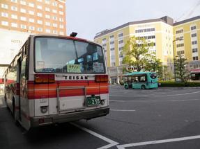 草津駅前バスターミナル
