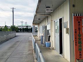 屋慶名バスターミナル・乗車ホーム
