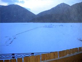 露天風呂から見る然別湖コタン・氷上露天風呂