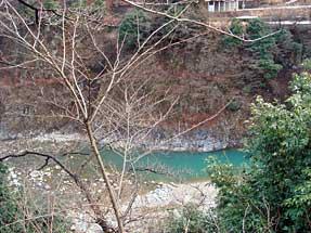 宇奈月温泉・露天風呂から黒部川を見る