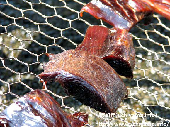 魚の干物作り・マグロに血合い