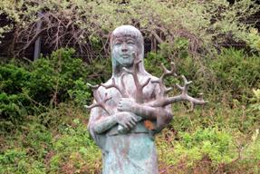 土佐サンゴ発祥の地・さんご採取発祥記念像
