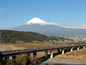 東名高速道路・富士SAからの富士山