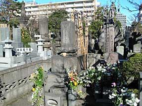林芙美子の墓