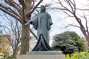 春日局の像