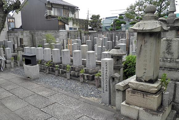 寺田屋殉難九烈士の墓