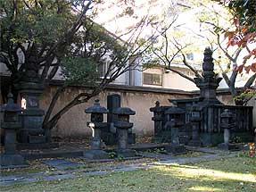 松平定信夫人の墓