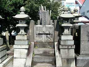 岡村昭彦の墓