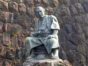 清水次郎長の像