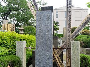 佐藤春夫の墓