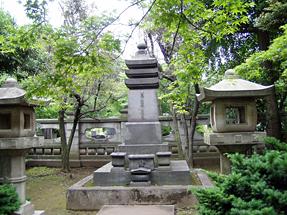 山縣家累代の墓