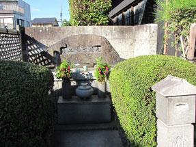 尾�ア士郎の墓