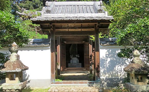 築山御前の廟堂(月窟廟)