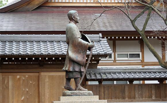 氣比神社と松尾芭蕉