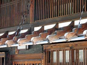 奈良井宿「鎧庇・猿頭」