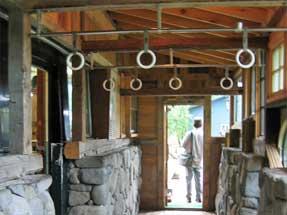 純と結の家 電車の吊り輪