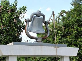 ペペケオ耕地の鐘