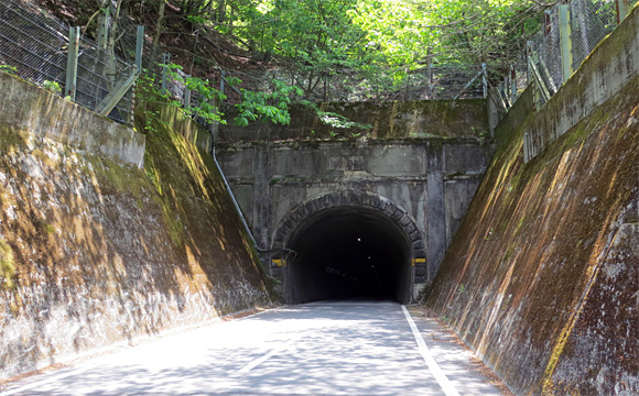 御坂隧道・御坂口