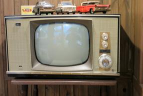 ブラウン管白黒テレビ
