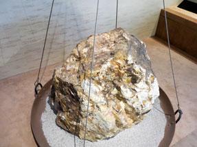土肥金山・金鉱石