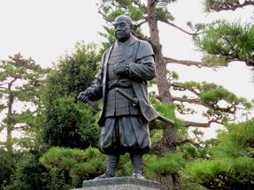 岡崎城・家康像