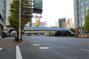 旧東海道に向かう