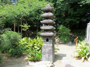 中村家住宅・石燈籠(五重塔)