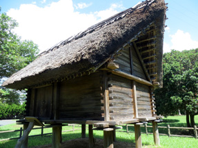 伊場遺跡・復元された掘立柱の建物