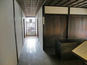 川坂屋・2階