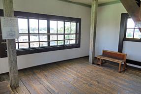 旧見付学校・4階