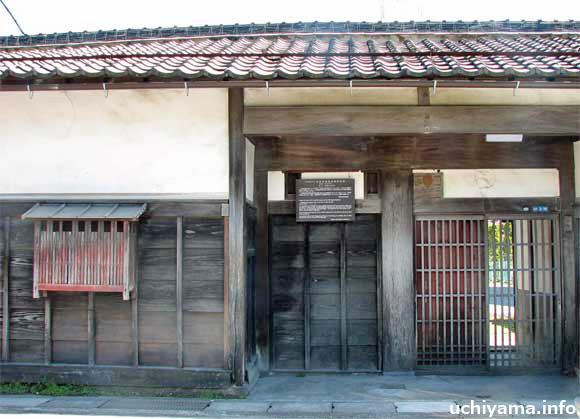 旧鈴木屋敷長屋門附塀