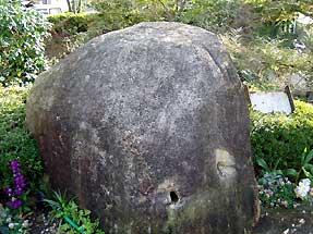 残された石材