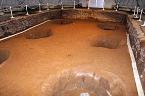 三内丸山遺跡・大型掘立柱建物跡