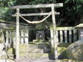 仙巌園・「山神・水神」