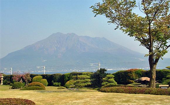 仙巌園・御殿前から桜島遠望