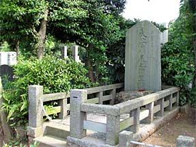 二葉亭四迷の墓