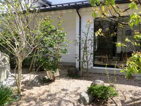 金子みすゞ記念館。庭