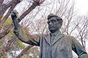 東京上野公園の野口英世銅像