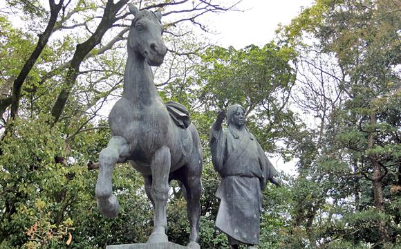 山内千代の像