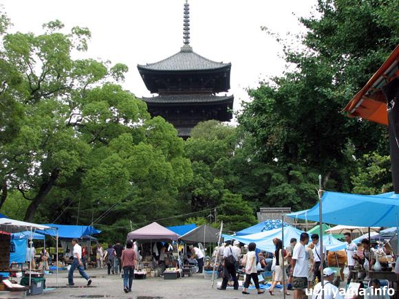 東寺がらくた市