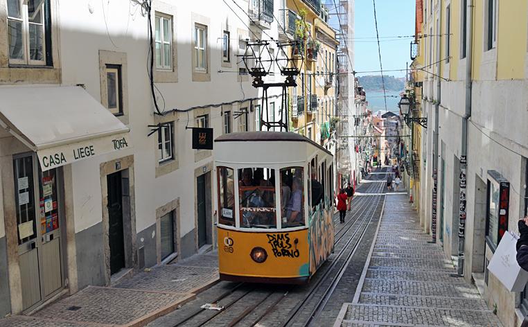 ポルトガル・リスボンのケーブルカー