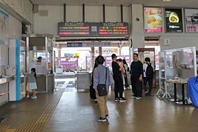 新居浜駅改札口