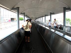 桜木町駅前・動く歩道