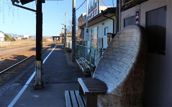 宮口駅・acoustic bench(あこーすてぃっく べんち)